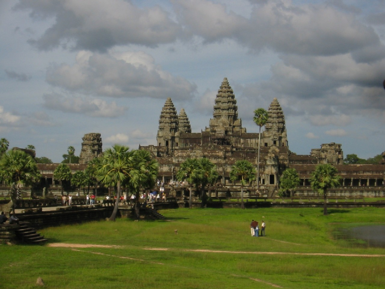 VISIT ANGKOR TEMPLE TOUR BY CAR